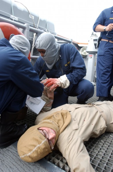US Navy 080629-N-8943B-030 Crewmembers aboard the guided-missile frigate USS Simpson (FFG 56) treat a simulated casualty