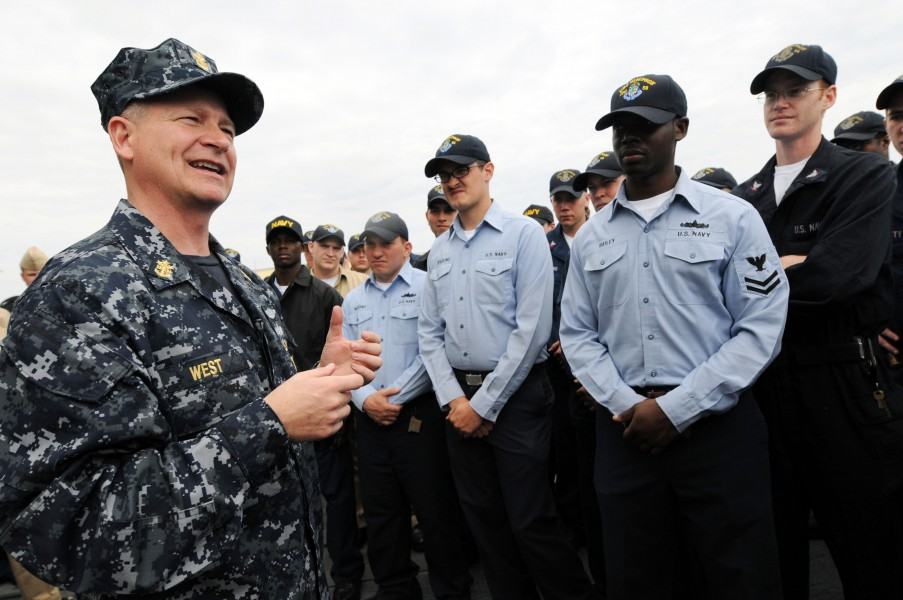 US Navy 090218-N-9818V-314 Master Chief Petty Officer of the Navy (MCPON) Rick West speaks with Sailors aboard the guided-missile frigate USS Simpson (FFG 56) during a tour of the ship