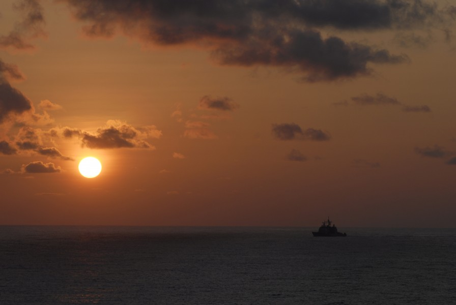 US Navy 090324-N-8157C-097 The Ticonderoga-class guided-missile cruiser USS Antietam (CG 54) transits through the ocean at sunset