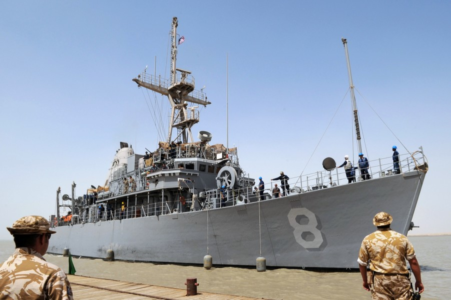 US Navy 090630-N-6814F-043 Mine countermeasure ship USS Scout (MCM 8) pulls into port at Umm Qasr, Iraq