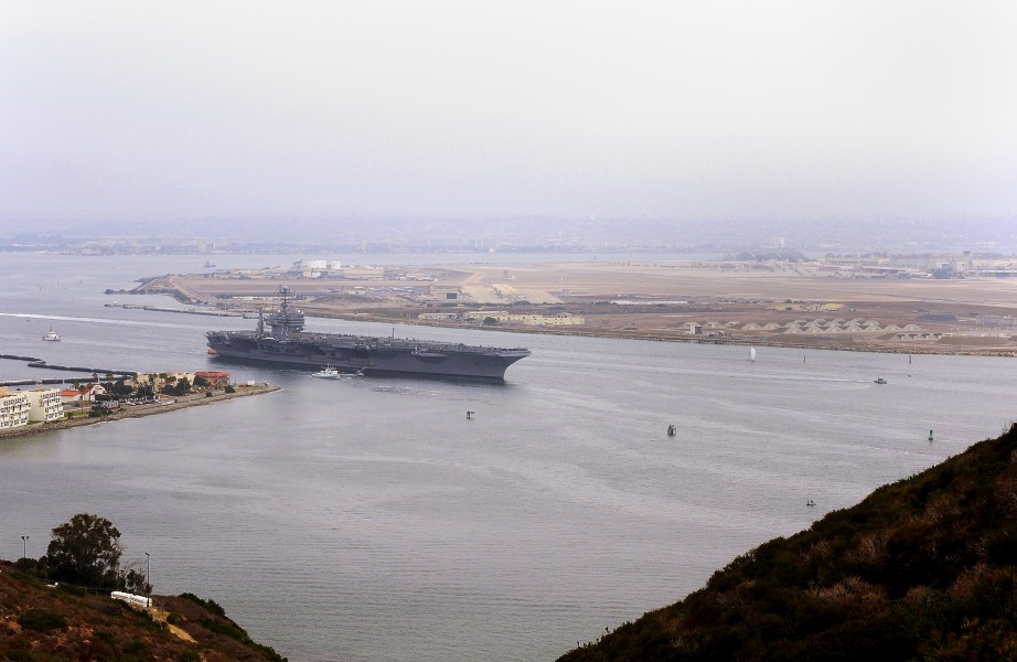 US Navy 100911-N-8878B-010 The Nimitz-class aircraft carrier USS Abraham Lincoln (CVN 72) departs San Diego bay for a scheduled deployment