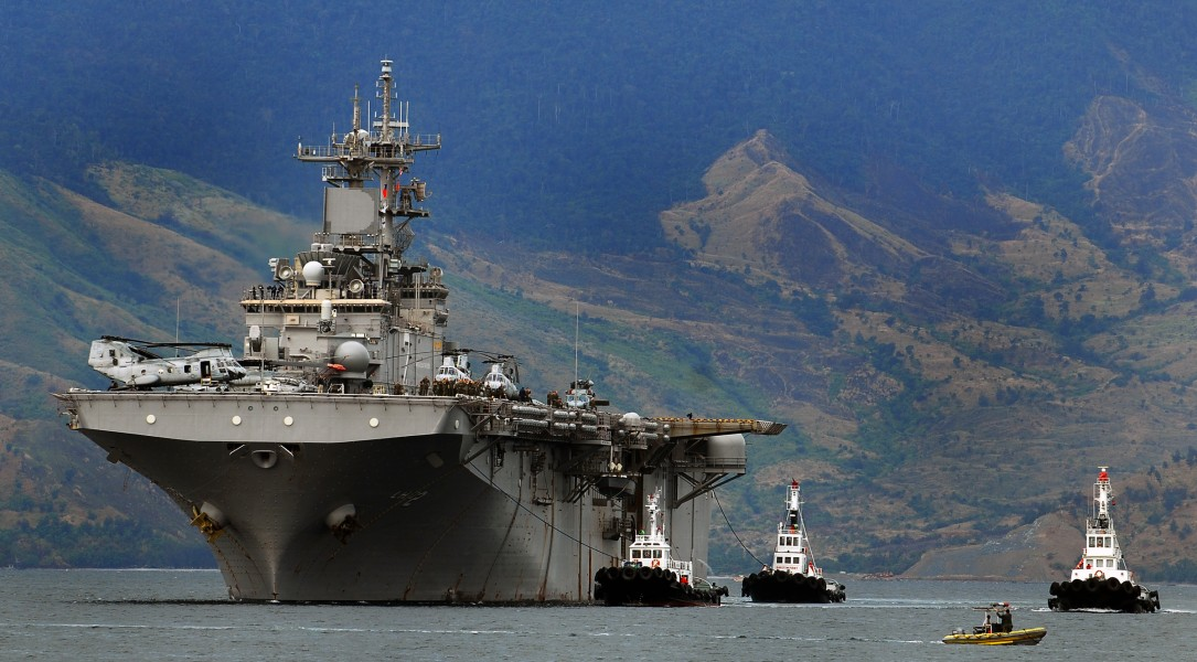 USS Essex enters port at the Subic Bay