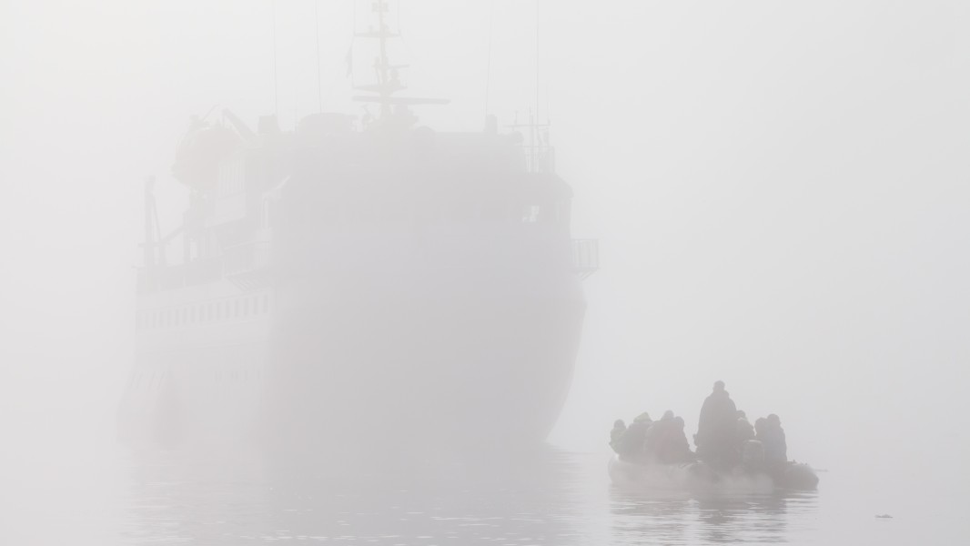 Zodiac crew in thick fog over Hinlopen strait reaches mothership