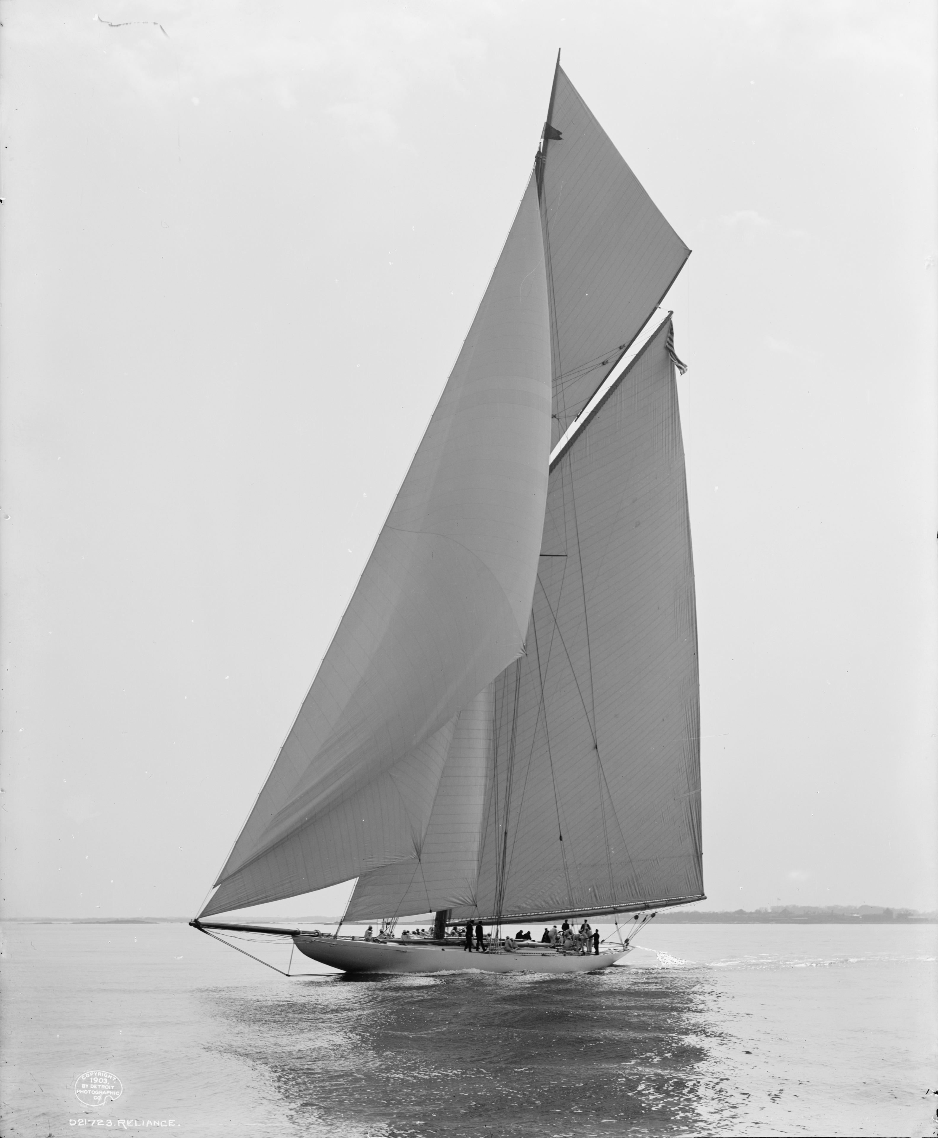 Sloop Reliance-1