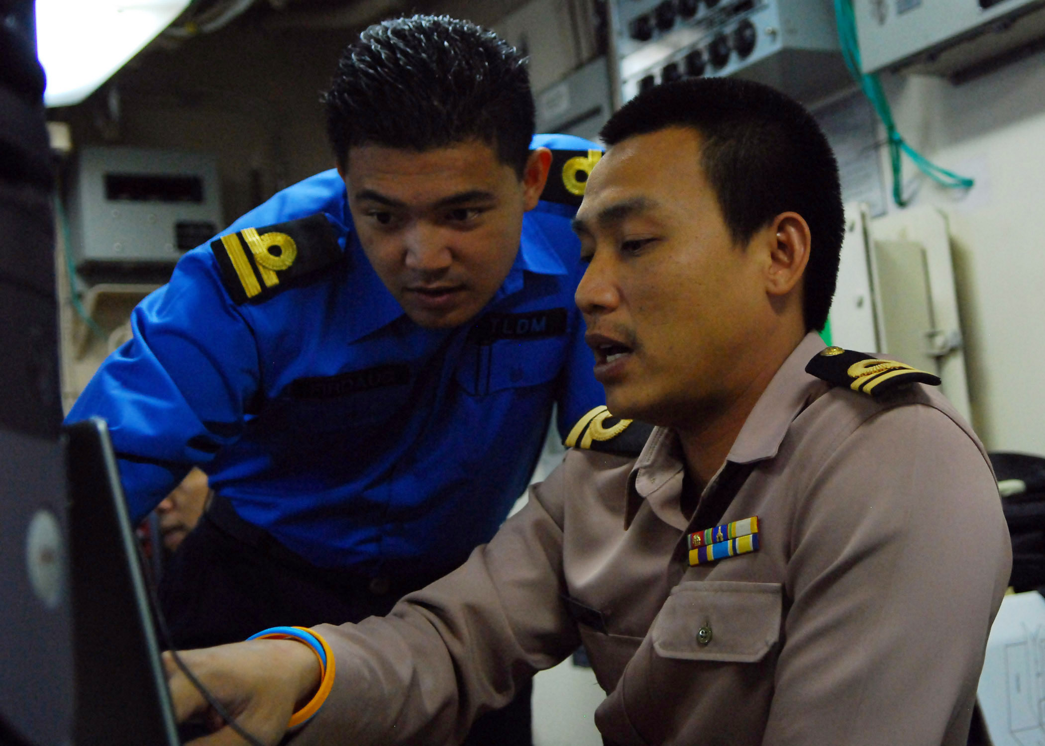 US Navy 090817-N-5207L-080 Naval liaison officers from Malaysia and Thailand coordinate efforts aboard the amphibious dock landing ship USS Harpers Ferry (LSD 49)