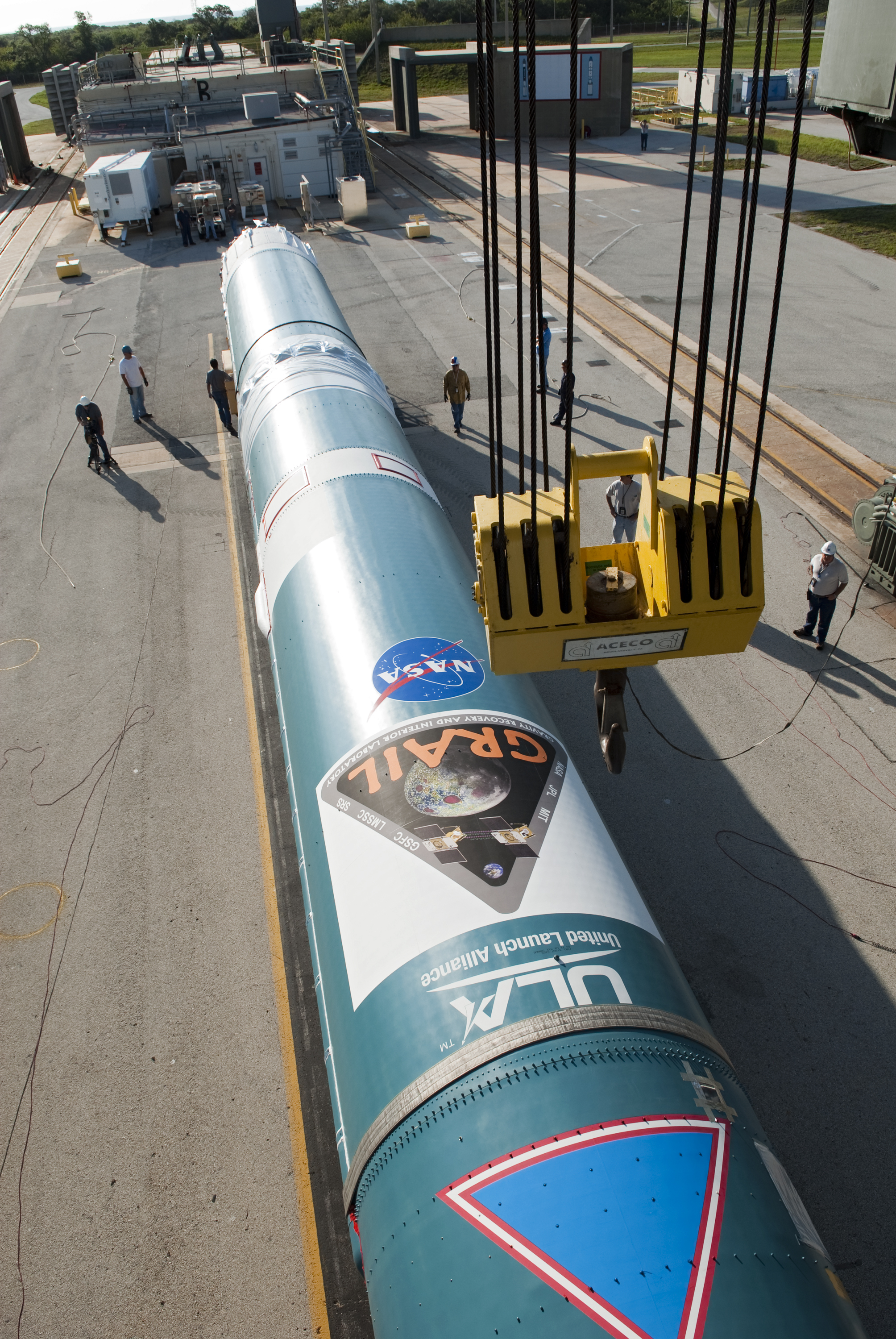 First stage of a Delta II arrives at Lauch Complex 17B