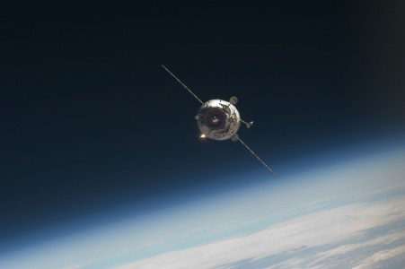 Poisk approaches ISS 07
