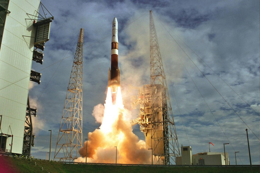 Delta IV Medium+ (4,2) leaves LC 37B with GOES-N