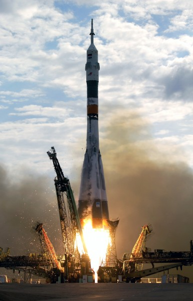 Expedition 7 Soyuz launch