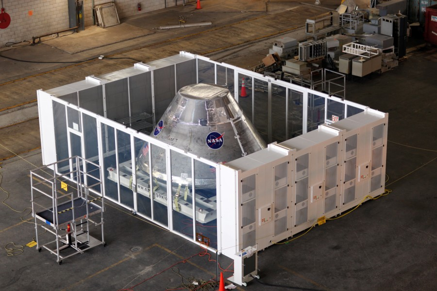 Orion engineering model in VAB clean room 01