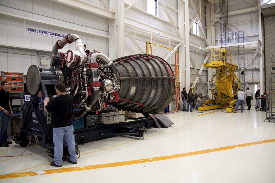 STS132 main engine-installation5