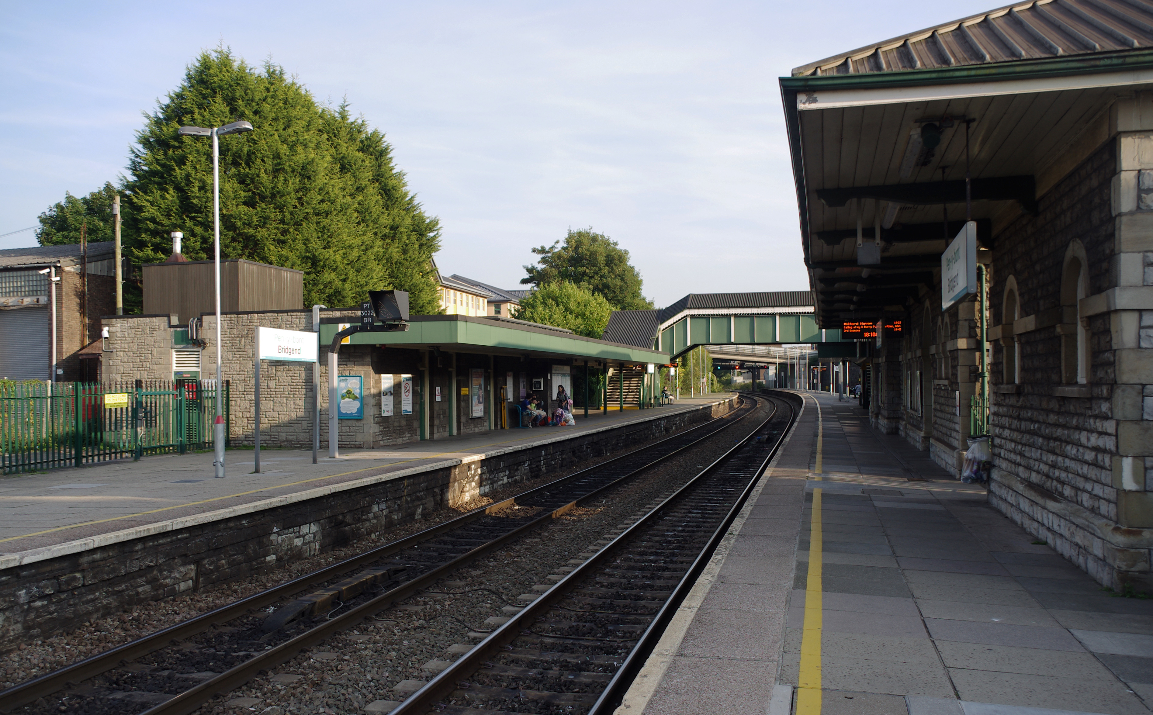 Bridgend railway station MMB 03