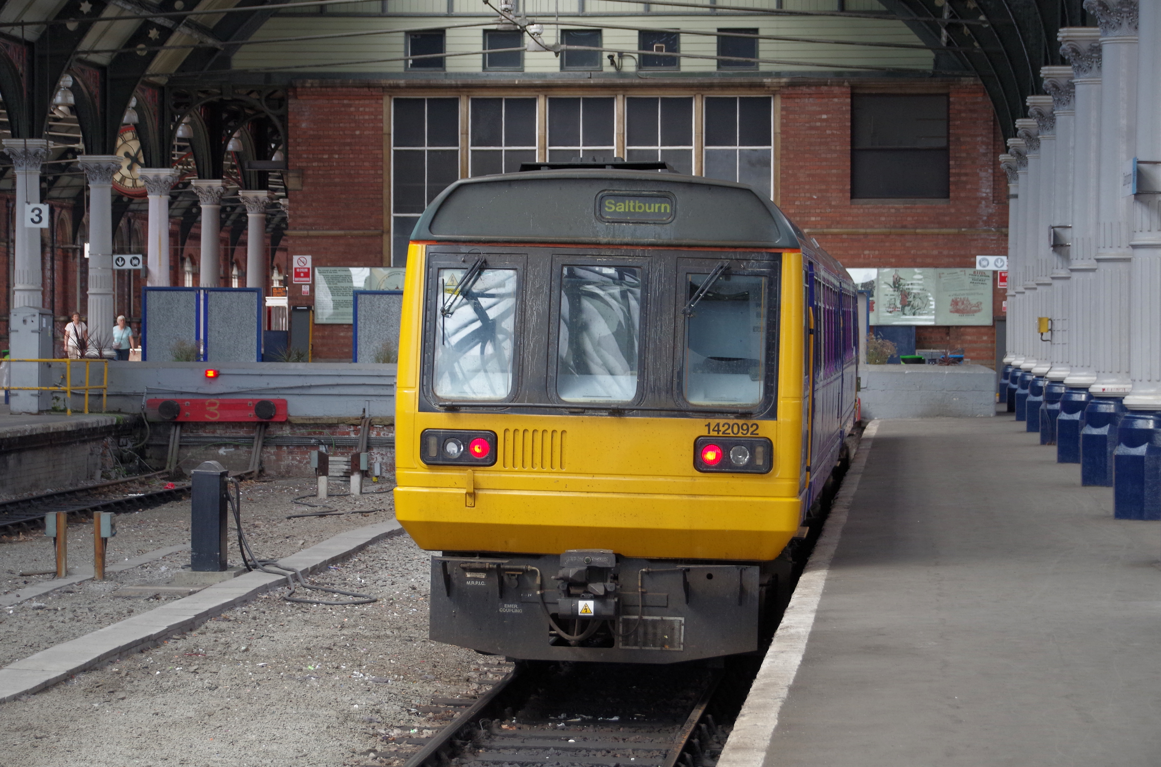 Darlington railway station MMB 21 142092