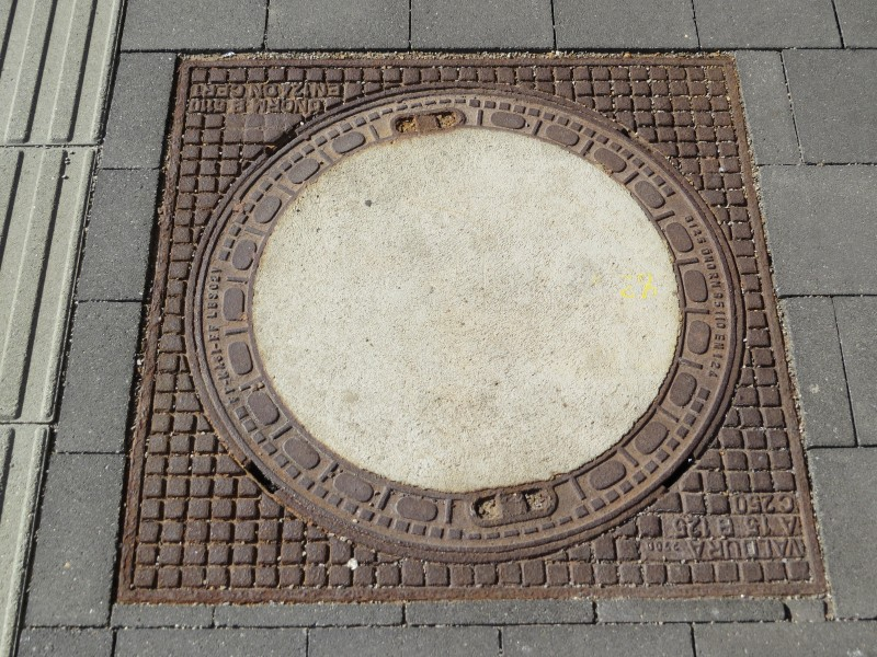 2017-09-28 (634) Manhole cover at Bahnhof Tullnerfeld
