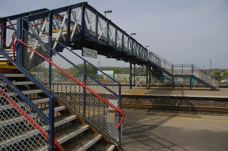 Severn Tunnel Junction railway station MMB 06